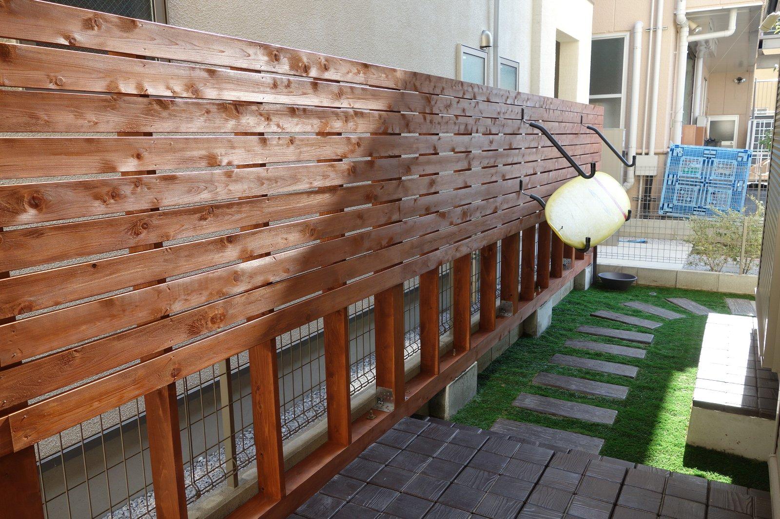 ウッドフェンスとドッグランの夢を叶えたデザイン外構