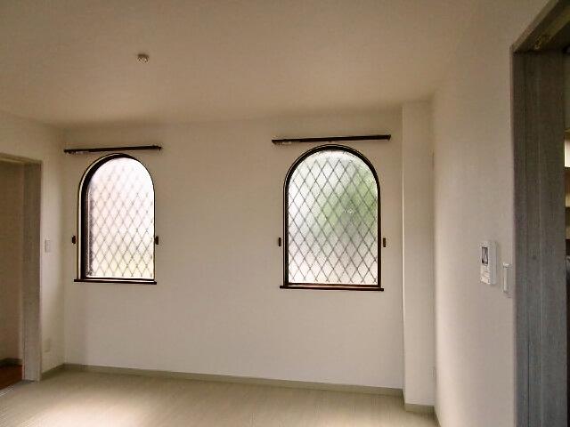 リビング アーチ窓