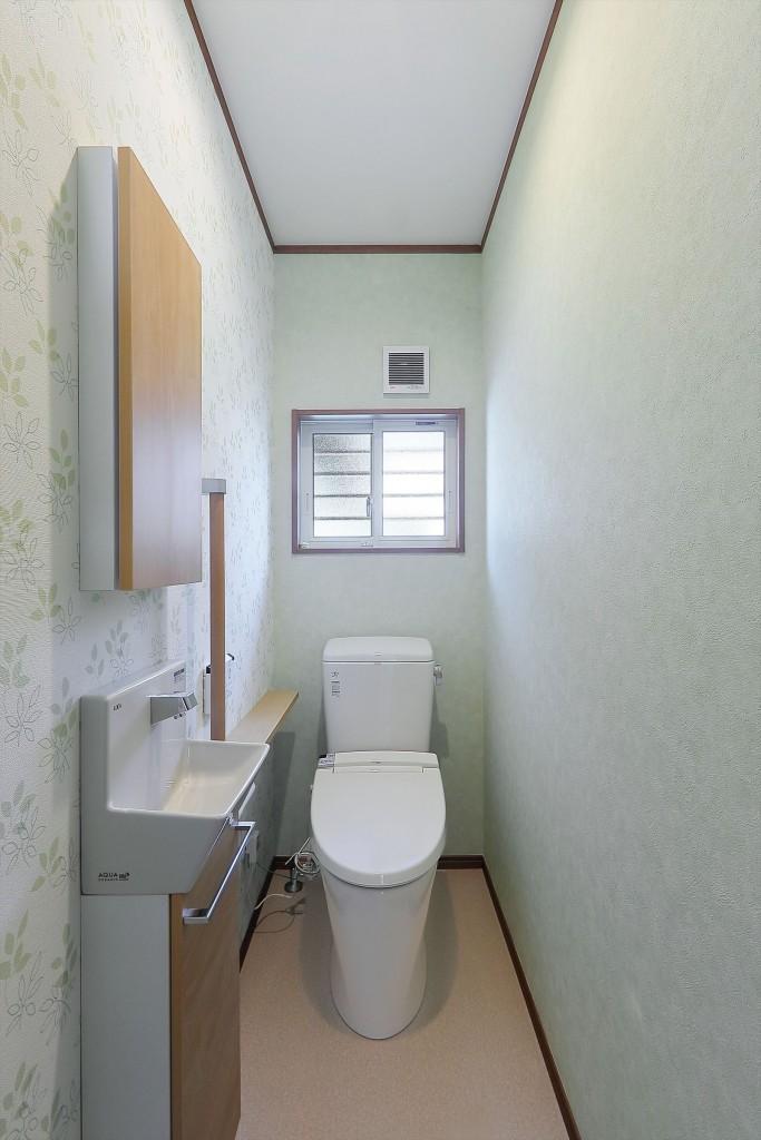 爽やかなコーディネートのトイレ