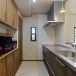 造作のキッチン収納