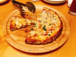 フランス アルザス地方の白いピザ