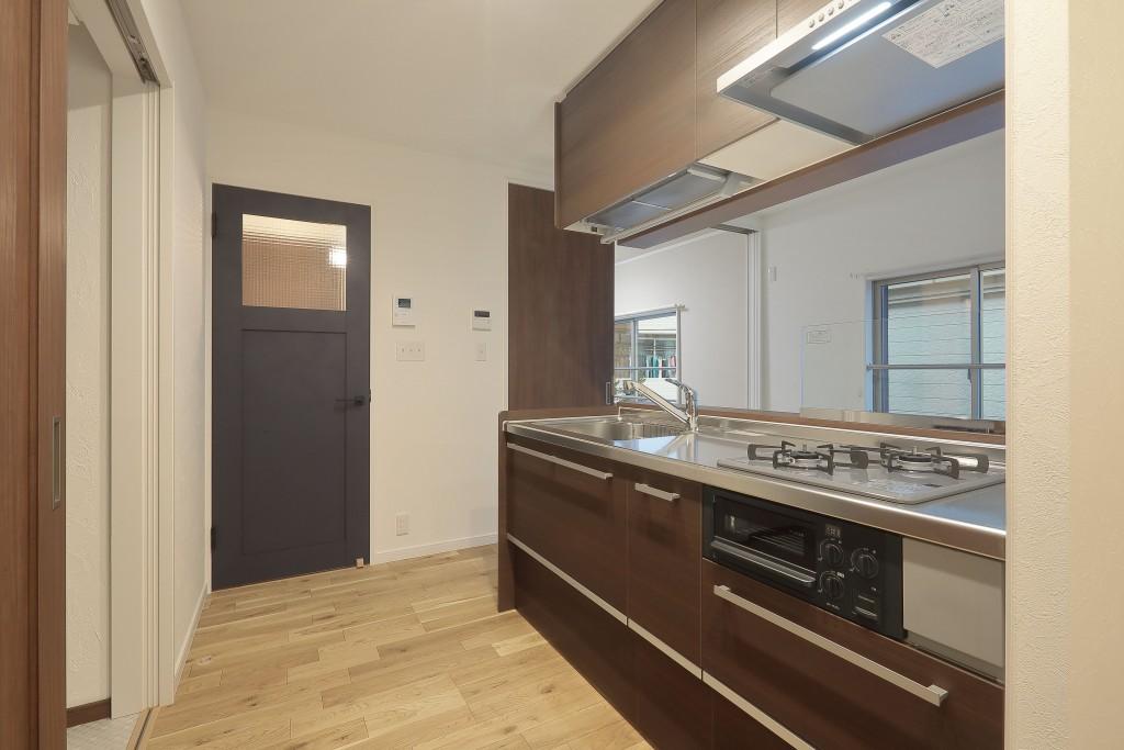 M様邸 アパートリノベ セミオープン キッチン (2)